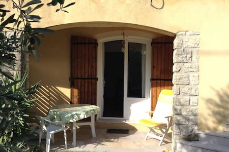 Studio en RdC de villa - Salon-de-Provence