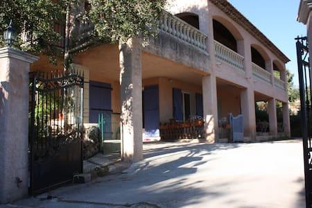 Villa provençale avec piscine - Maison