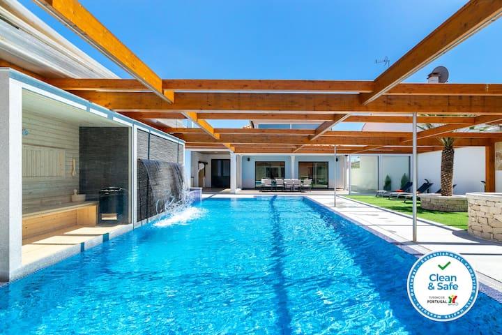 Hideaway Luxury Family Villa   Swimming Pool   AC