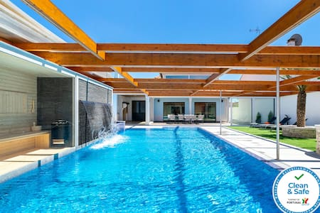 Hideaway Luxury Family Villa | Swimming Pool | AC
