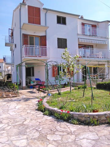 Apartment Ive (58181-A3) - Srima (Vodice)