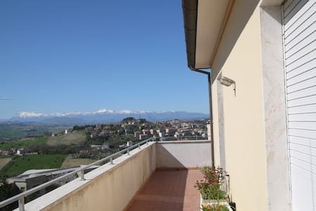 Attico panoramico  con ampio balcone - Fermo - อพาร์ทเมนท์