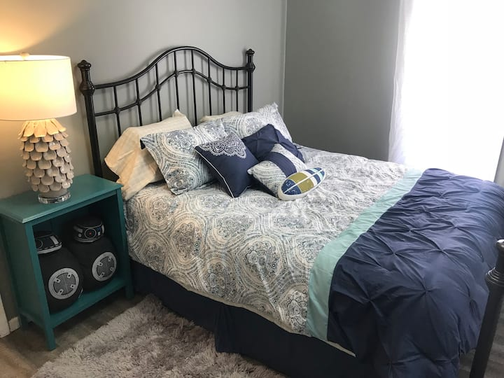 Entire apartment in city w wi-fi and queen bd