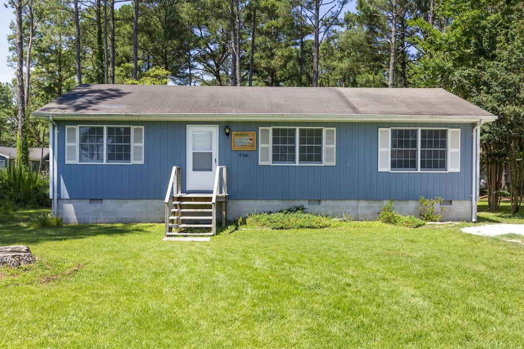 Beautiful Beach Pines is located in Piney Island - super close to the Beach.