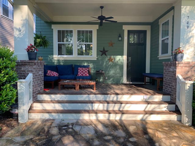 Inviting front porch!