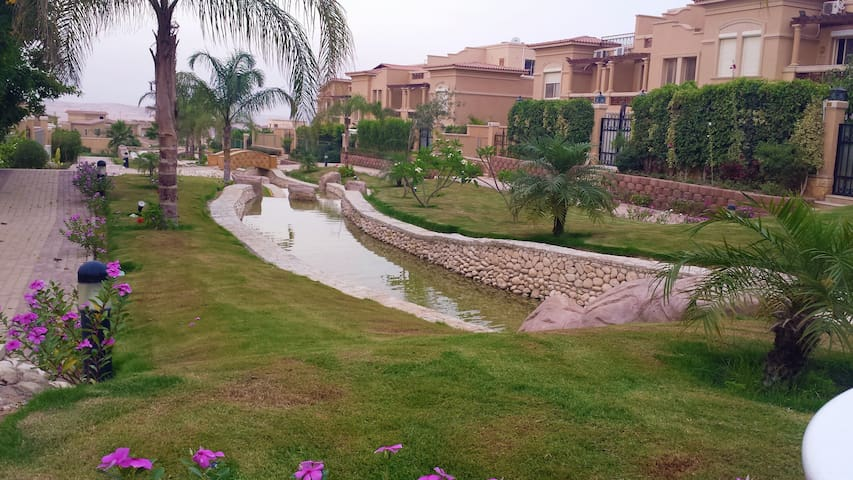 luxury villa with pool and hot tube - Sheikh Zayed City - Complexo de Casas