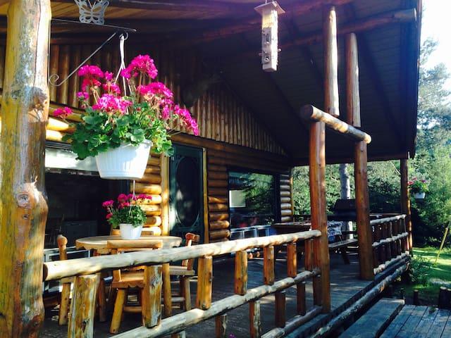 Cabane en bois rond La Cache à Félix