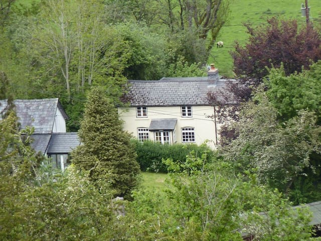 Middle House (UK11410)