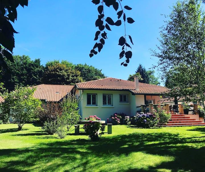 Villa de charme dans parc fleuri/arboré à BIARRITZ