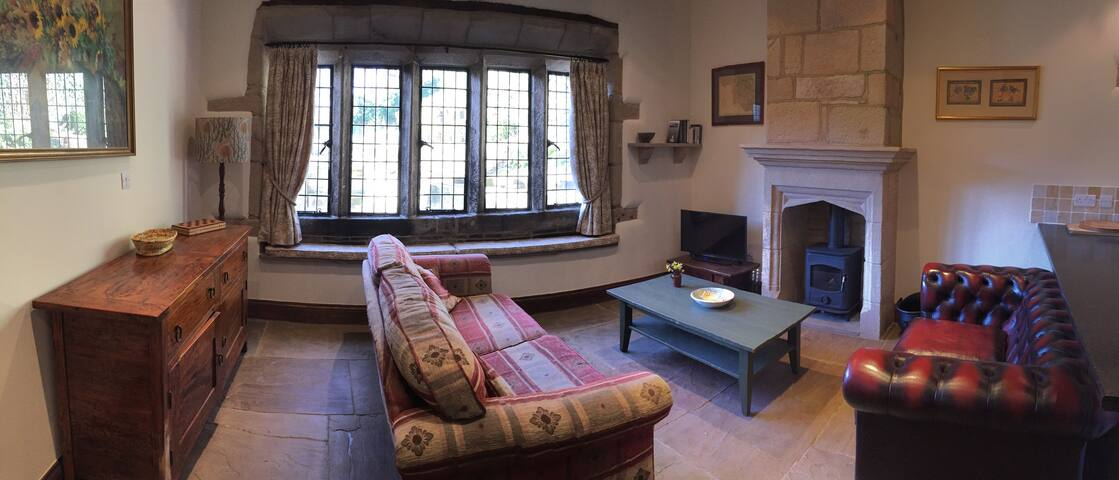 Characterful, period courtyard apartment  sleeps 6 - Hebden Bridge