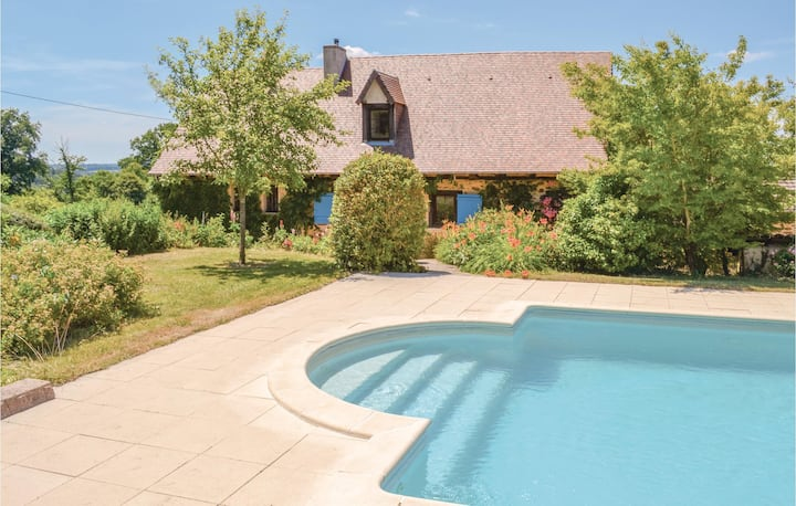 Beautiful home in St. Priest La Fougeres with WiFi, Outdoor swimming pool and 3 Bedrooms