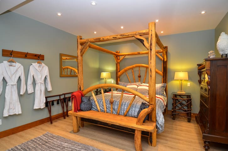 Suite is over 600 square feet. Custom king canopy bed with handmade luxurious mattress.  Turkish bath robes and slippers are available for use in the hot tub.  All linens are high end and yes we iron the sheets.