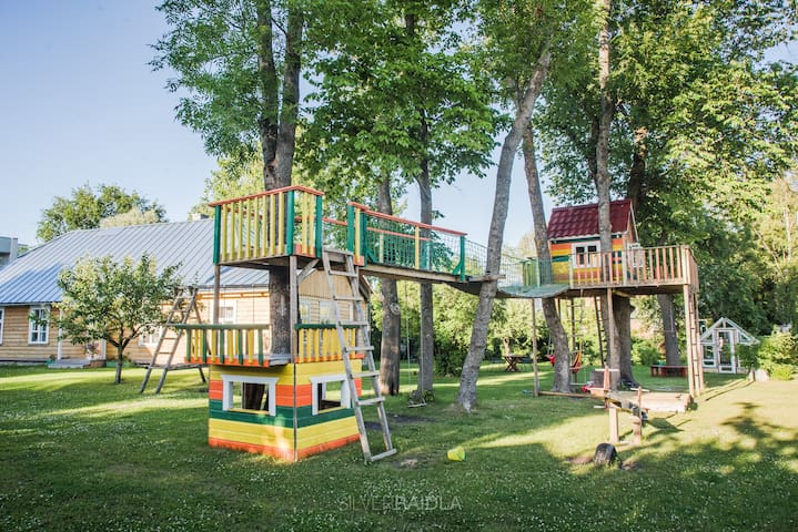 family friendly house with playground, ap. grete