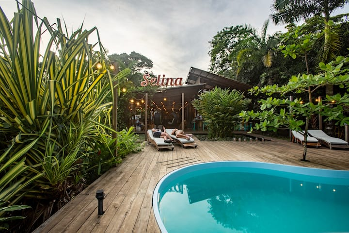 Selina Bocas del Toro Red Frog - Standard Bungalow