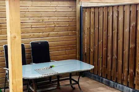 cheap decent bedroom for short-stay / mini-holiday