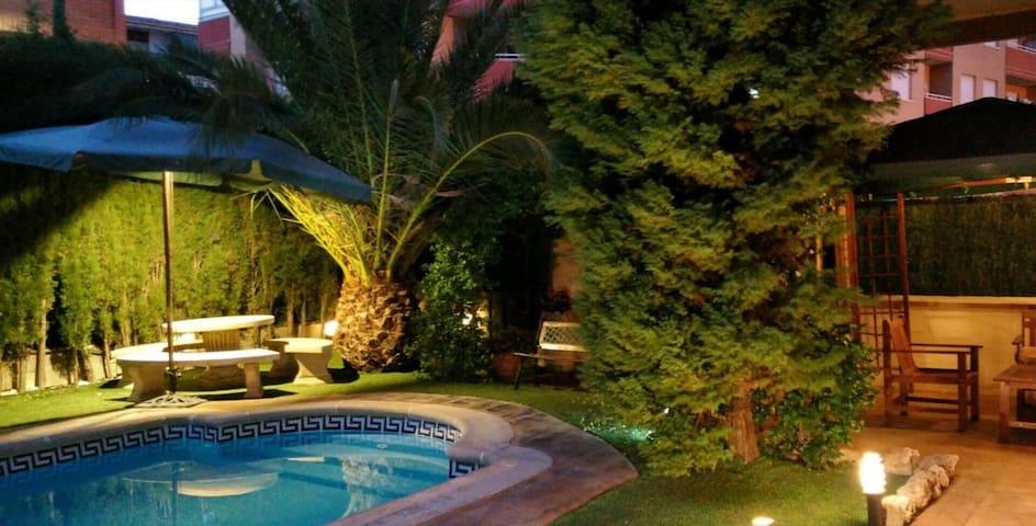 CASA-AXIER Chalet con chimenea y piscina privada