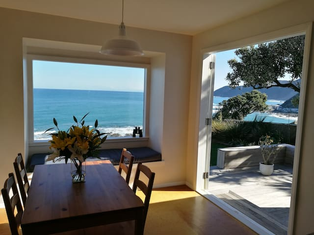 ★Spectacular Sea Views in a sunny, private house★