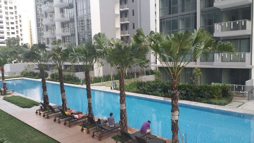 Condo private room , 3 mins walk to MRT, Gym, Pool - Singapore