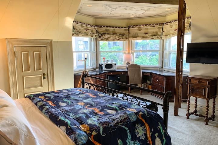Nautical bedroom in historic Queen Anne mansion