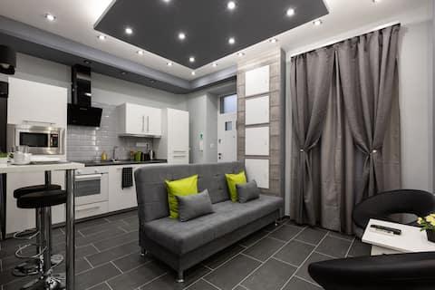 Premium Apartment by Hi5 - Central 1 bedroom (217)