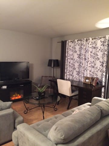 Entire home 2 bedroom condo - Châteauguay