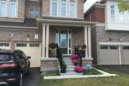 Fully Furnished  Luxury 2 Bedroom Bsmt Apartment - Brampton