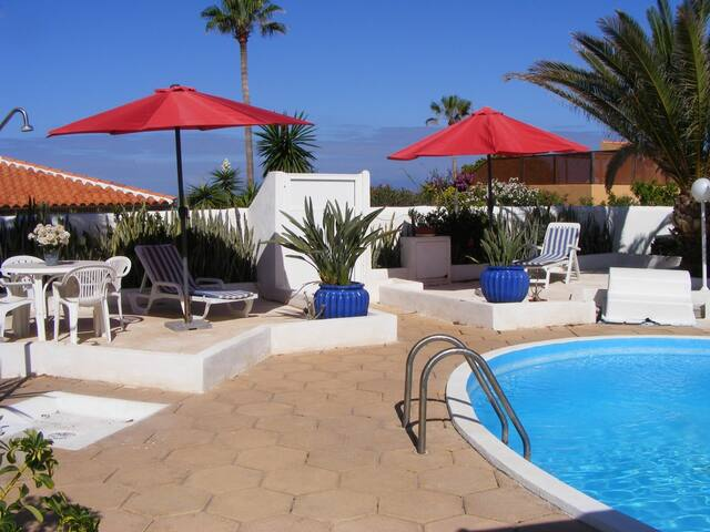 House with pool and sea view - Villa Carla