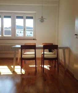 In the hip zone, quiet room to the courtyard - Zürich