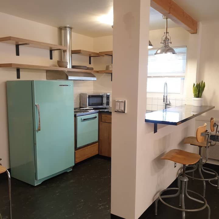Studio Kitchenette With 2 King Beds & Bunk