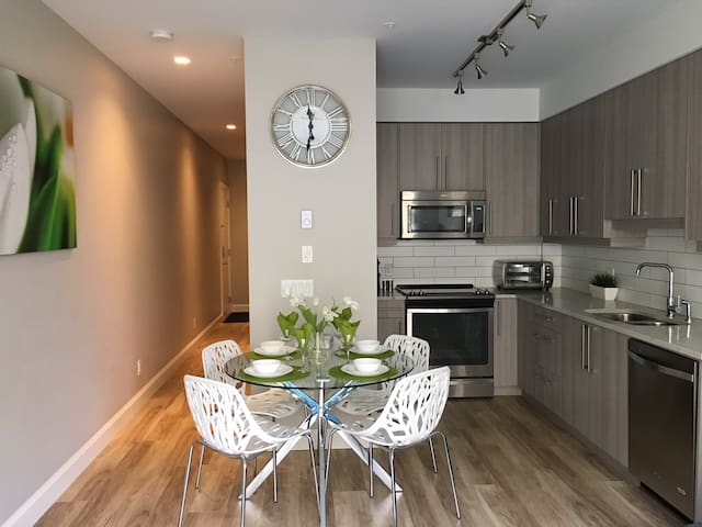Modern Downtown Condo with Secure Onsite Parking