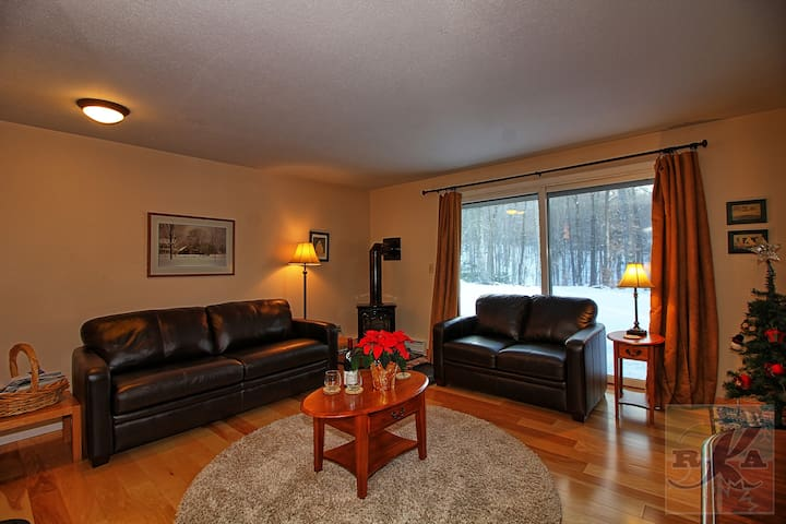 Cozy Condo, Free Shuttle, Ski Home Trail