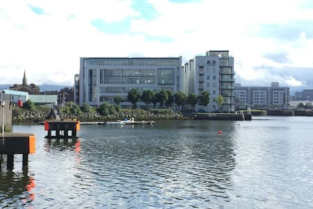 Bright room with balcony & private bath, best view - Ringsend - Apartamento