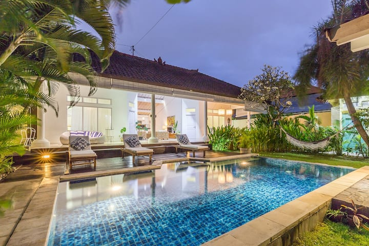 Tropical 3BR private pool 500 meters to the beach