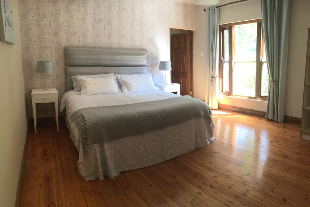Spacious bedroom with King-bed, Private Ensuite, Garden View