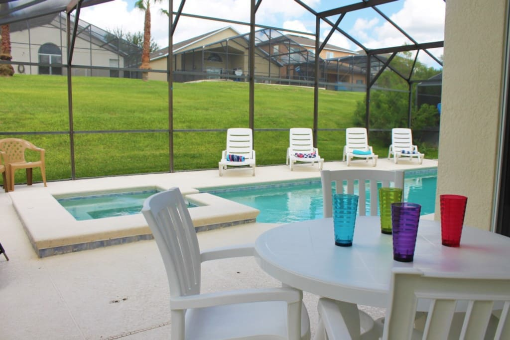 Dining for 4! Additional 4 Patio Loungers!