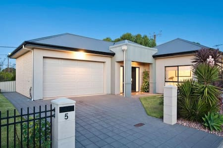 8 year old home  500m from beach - Seacliff Park