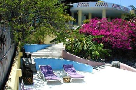 Casa Bugambilias  3 suites, each 2 - Zihuatanejo