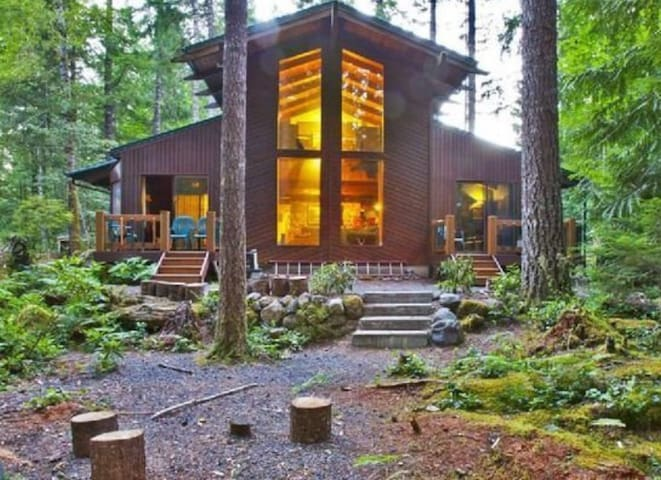 Mt. Hood Retreat on the Sandy River next to Resort