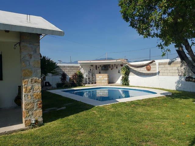 Casa con alberca cerca de Teques y otra atraccion