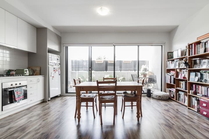 Sunny, inviting and homely - West Footscray - Apartmen