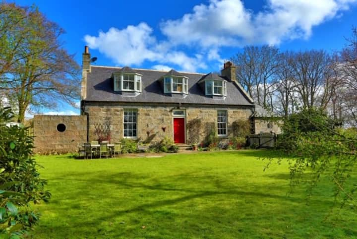 Stunning 7 bedroom Farmhouse set 2 private acres