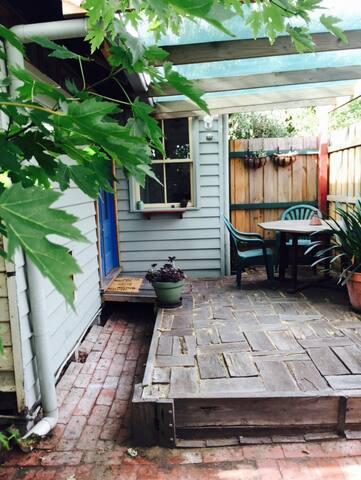 Cosy Studio Cottage