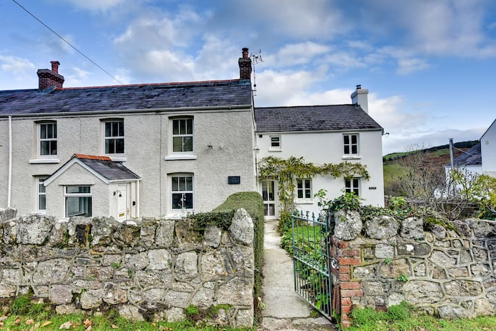 Glorious Cottages in Llanmadoc, Gower Peninsula
