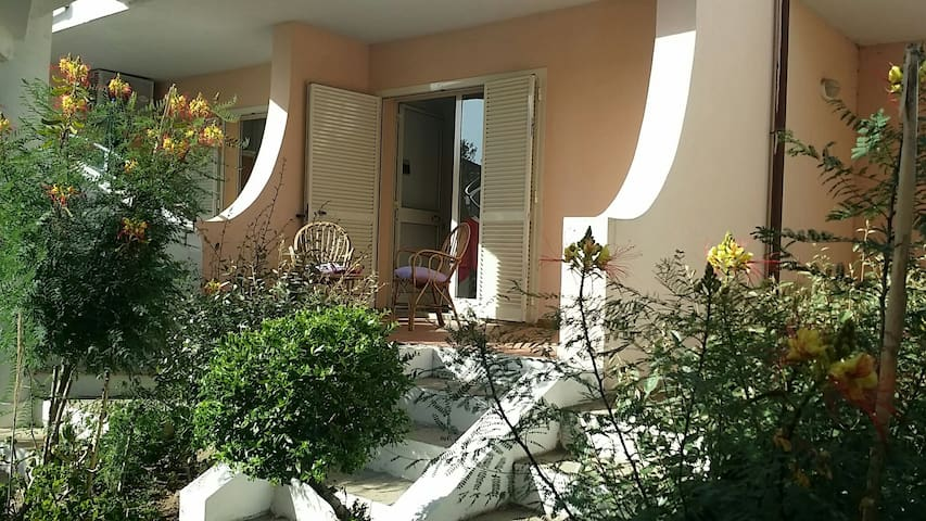 Charming apartment with swimming pool - Badesi - Apartamento