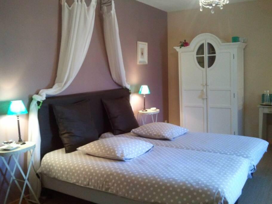 Une chambre confortable et esthétique