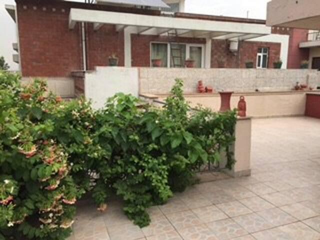 Cozy Villa Home - Gurgaon - Hus