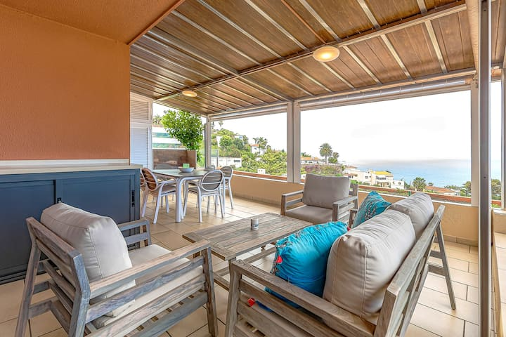 Ocean Views - Private Terrace + WiFi