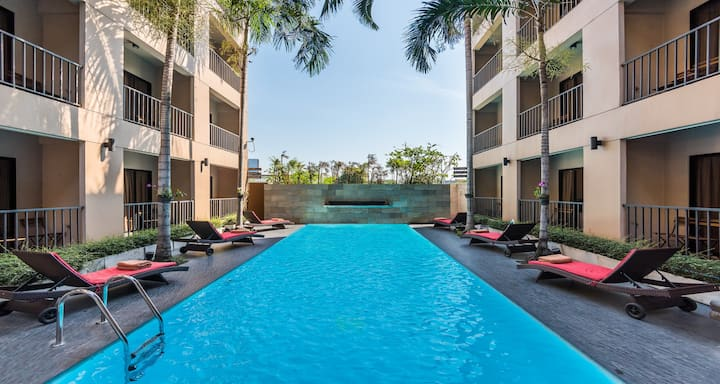 15min BKKAirport/Swimming Pool/Near Mall/Breakfast