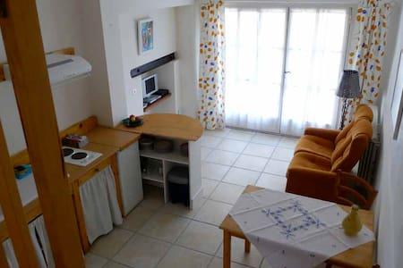 Bel appart dans centre du village - Saint-Drézéry - Apartamento