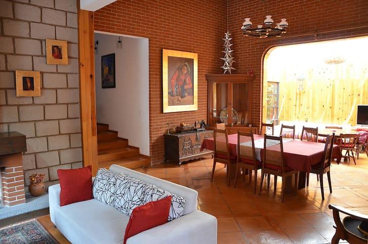 La Casita de Coyoacán (Casa completa 21 huéspedes)
